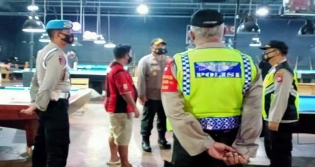 PIMPIN: Kapolres Malang AKBP Hendri saat pimpin Operasi Yustisi Pendisiplinan Protokol Covid-19.