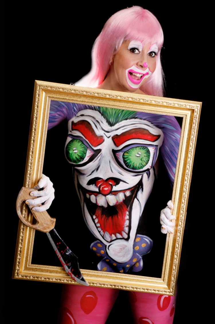 Clown in frame Body Paint 800x