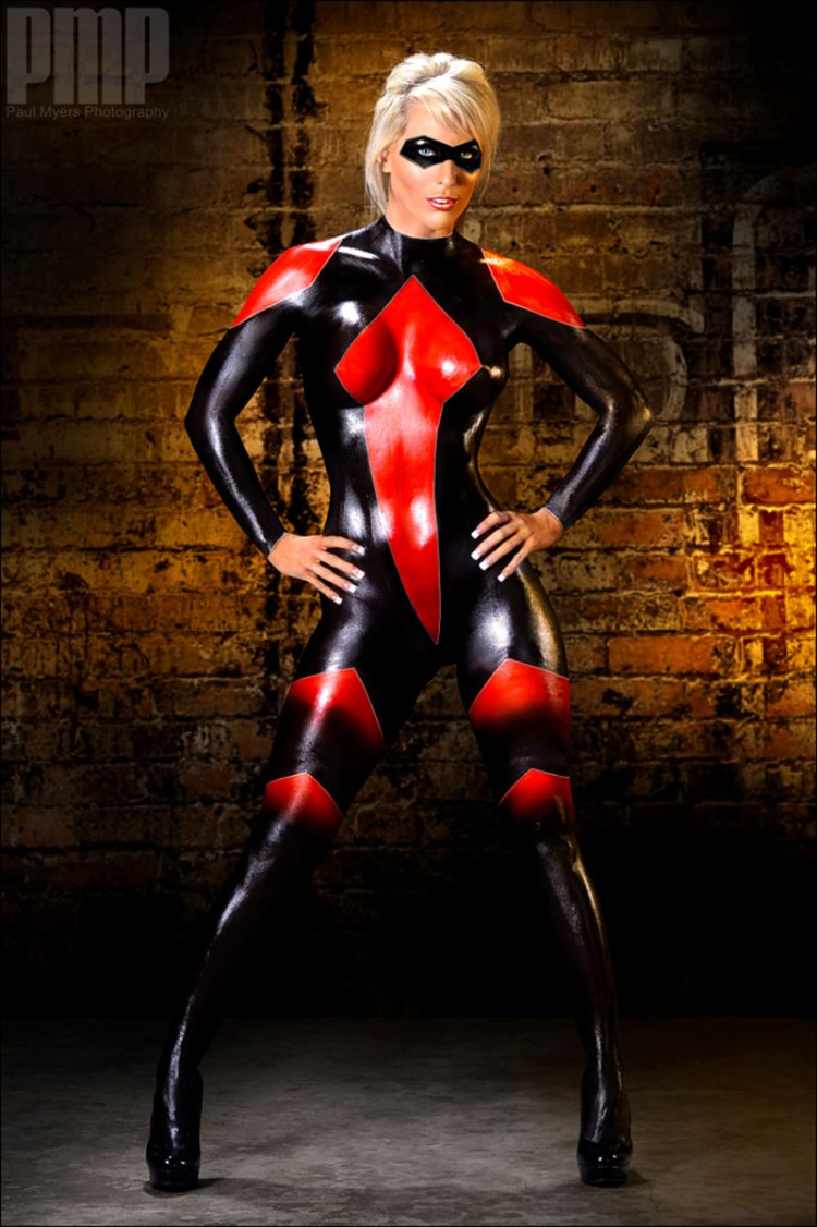 Woman in Mask Body Paint 800x