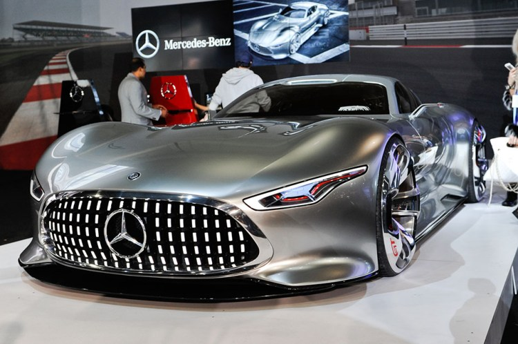 Mercedes-Benz-AMG-Vision-Gran-Turismo-Concept-front-three-quarters-view-960x