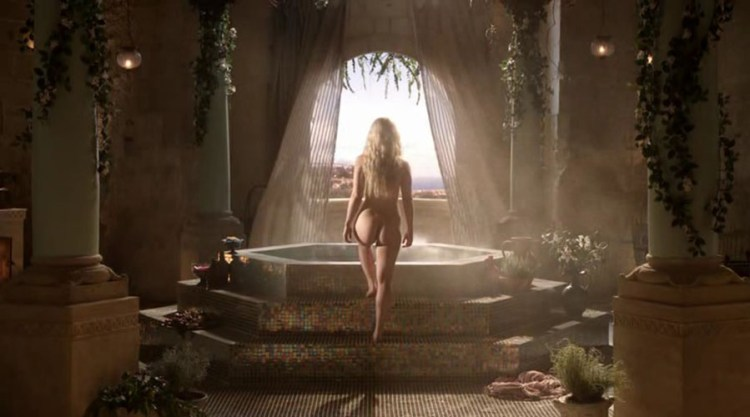 Daenerys Targaryen (Emilia Clarke) naked steps into the bath