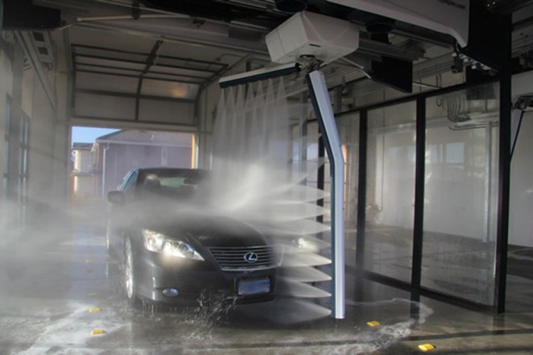 Lexus in Car wash 900x600