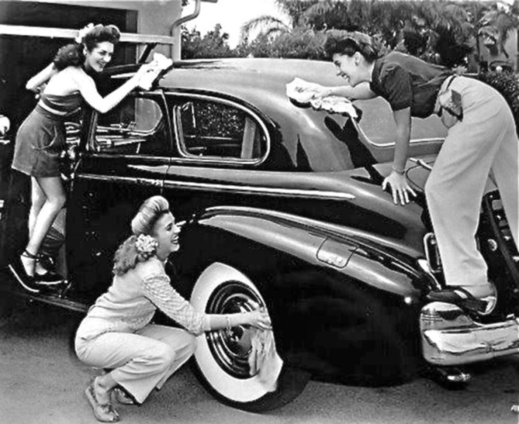 Vintage Car Wash with 3 Girls 900x