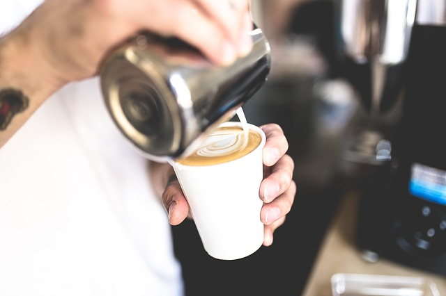 4 Tips on Selecting the Best Coffee Equipment for Your Beverage Joint