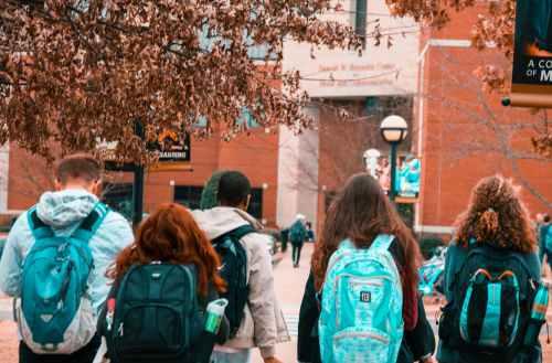 大学生社交媒体的七个优势