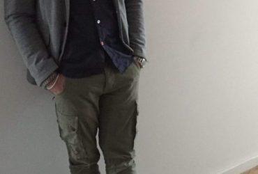 cooles büro outfit mit sweatsakko und cargohose