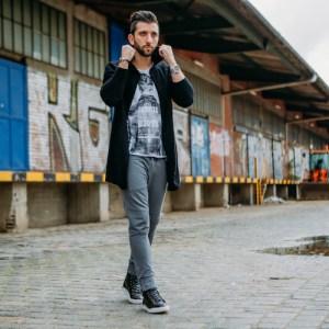 Angesagte lange Strickjacke für Herren in schwarz. Diese Lange Strickjacke von Bruno Banani breichert jeden Herren Street Look.