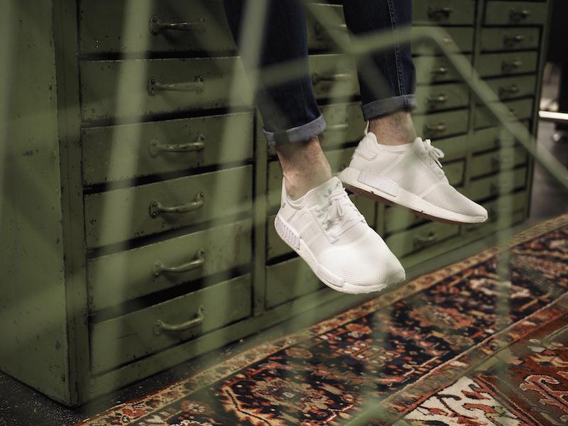 Angesagter Herren Sneaker in weiß. Der weiße Adidas NMD mit der Ultra Boost Funktion ist perfekt für jeden Herren Street Look.