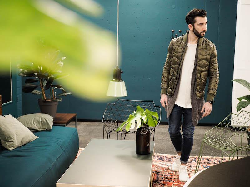 Mit der Herren Steppjacke von Blauer in khaki grün seid immer auf der richtigen Herren Trendseite.
