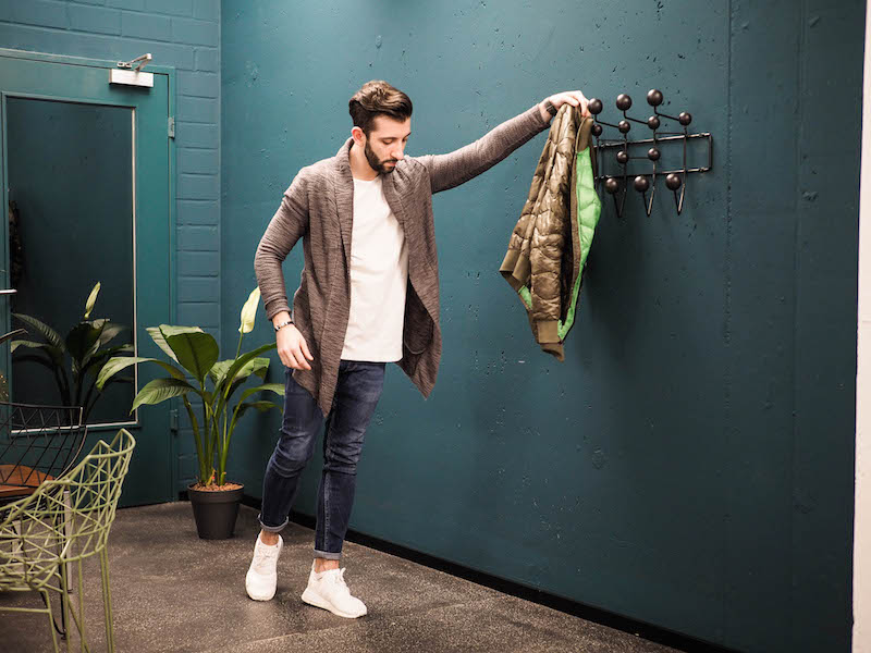 Lässige lange Strickjacke von ASOS in anthrazit. Perfekt für jeden Herren Street Look.