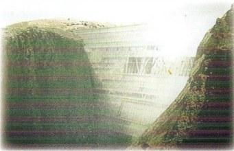 Na slici je brana koja djelimično liči na pregradu koju je sagradio Zul-Karnejn
