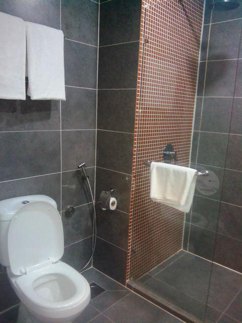 Kamar mandi 2308