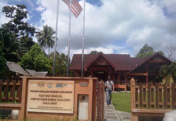 Pusat Kraft Orang Asli Kampung Sungai Bumbun, Pulau Carey, Kuala Langat. Foto by menixnews.com