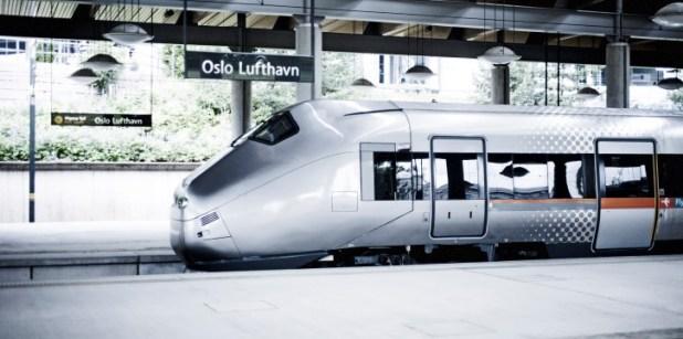 Kereta api cepat khusus ke Bandara di Oslo.