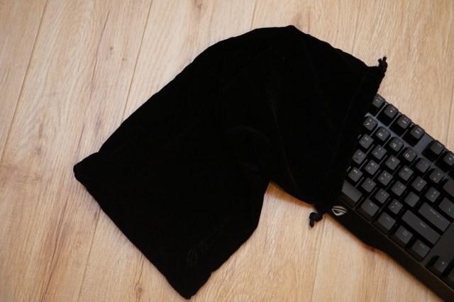 鍵盤附上塵袋也算細心的部份,雖然未必會時刻隨身攜帶。