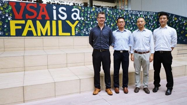 (左起)小學ICT統籌主任Mr. Dickie Wada-Thomas、中學科技主任程家健老師(Mr. Alexander Ching)、VSA中國語文課程總監周澤軍博士(Dr. Gary Zhou)及學校資訊科技部經理鄧穎能先生(Mr. Ronald Tang),受邀接受這次的訪談。