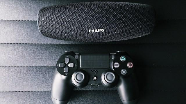 Philips Everplay BT7900 便攜之餘,功能亦非常實用,「長播長有」是主要賣點,共有黑、藍兩色,售價為$1099。