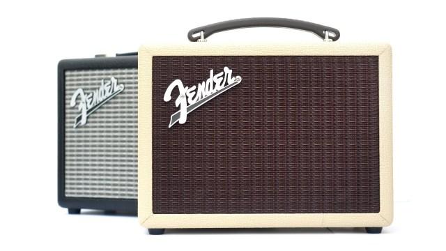 Fender Indio 有黑、白兩種顏色,其中白色的襯色相當特別,記者力推!