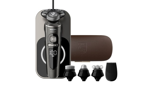 Philips S9000 Prestige最頂級型號 SP9880/61,一次有齊修髮器、控油潔面刷、按摩滾輪、眼部按摩頭及尊貴皮質旅行盒,定價也是相當高端。HK$7,288