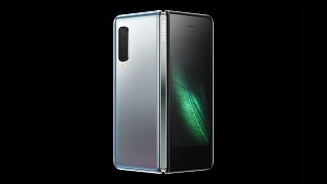 Galaxy Fold 將於2019年第二季推出。包括銀、白、綠和藍色,定價為 US$1,980(約港幣 $15,550)