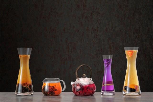 「潤」中餐廳提供 28 款精選茗茶,採用黑茶、紅茶、黃茶、白茶、花茶、綠茶和薄荷茶七款茶葉,客人可選擇以純茶搭配,熱茶或冷泡、或配以混合不同酒精飲料的茶酒,提升美食味道層次。