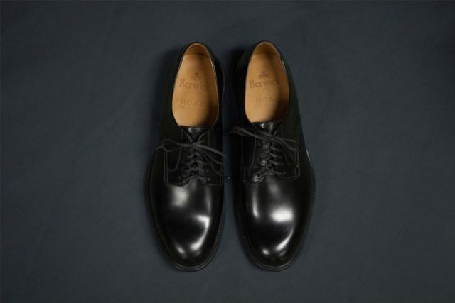 以美國海軍 Service Shoes 作為藍本設計的別注。
