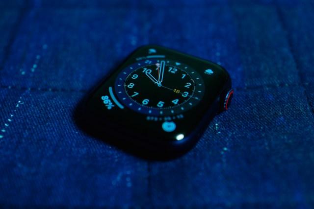 watchOS 7 再加入新錶面,更能自家定義,要變成 GMT 也是輕而易舉。