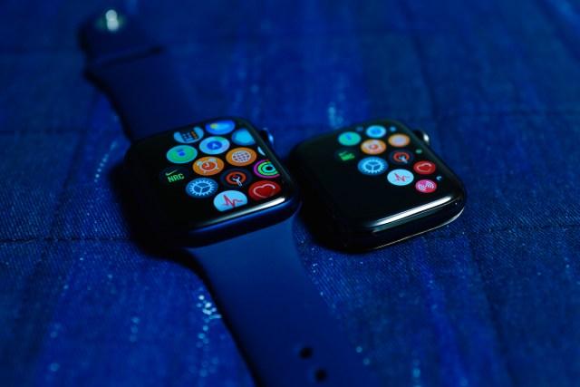即使同樣是 watchOS 7,但不同 Series 的 Apple Watch 在介面上都略有不同。