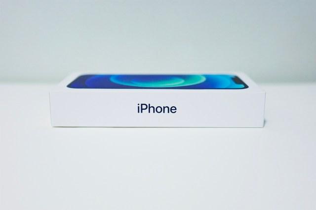 最先看到的分別便是這次 iPhone 在包裝上所作出的改變。