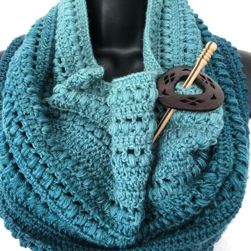 Stella crocheted cowl