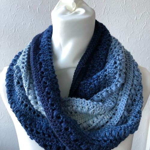 Intermediate Crochet Cowl – Stella Moebius