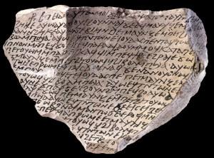Koptisk potteskår. Teksten vedr. et brev fra en biskop skrevet i det 6. årh. evt. Koptisk overlevede marginalt som et talt sprog næsten til i dag; skriftsproget anvendes endnu i nogle hellige skrifter i den koptiske kirke.