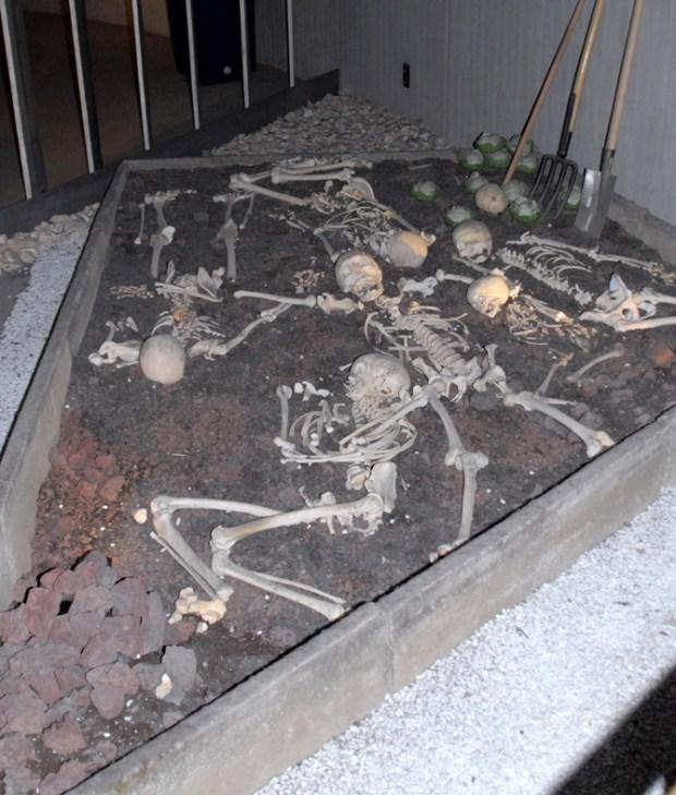 Massegraven ved Talheim, rekonstueret på museet, Neandertal