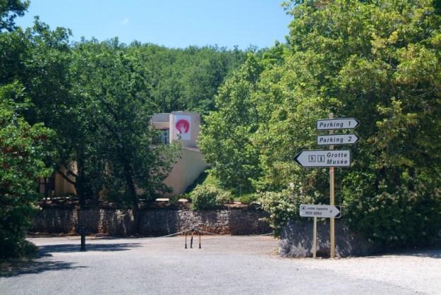 Ved indgangen til Perc Merle grotten