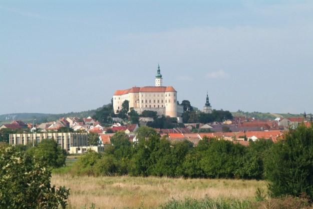 Det nærliggende Mikulov tæt ved grænsen til Østrig