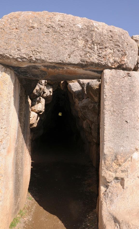 Hatussa, indgangen til en 75 m lang tunnel