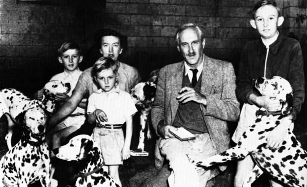 Leakey-familien midt i 1950'rne. Foruden Mary og Louis Leakey ses deres tre sønner, Jonathan (f.1940) til højre, Richard (f. 1944) til venstre og Philip (f. 1949) i midten. Dalmatinerne tilhørte Mary Leakey
