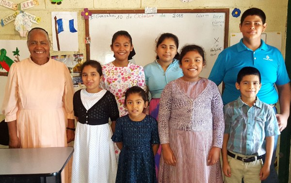 Hortencia López, a twenty-nine year veteran of the classroom, with her students.