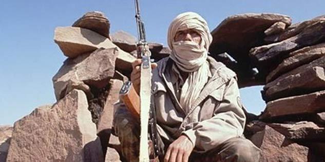 Preparando las armas en el Sáhara