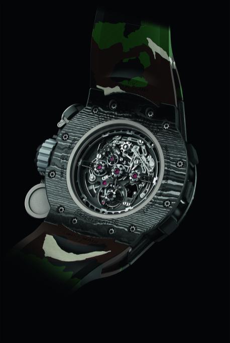 menquiry-richard-mille-en-sylvester-stallone-werken-samen-aan-ultiem-outdoor-horloge-de-rm-25-01-back