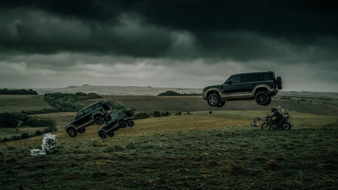 James Bond kiest luchtruim met de nieuwe Land Rover Defender in No Time To die
