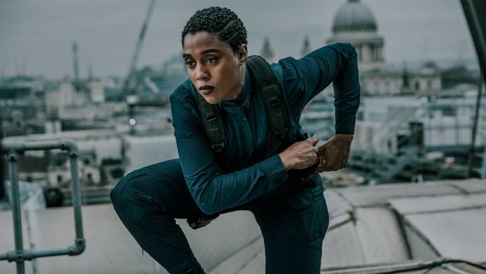 Bond-babe Lashana Lynch onthult nieuwe Nokia smartphone