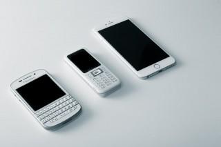 ガラケー2つとスマートフォン