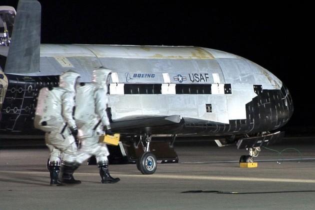 Imagem do X-37B na base de Vanderberg, na Califórnia, após sua segunda missão.