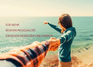 """Titelbild zeigt junge Frau und Mann am Meer, auf den Horizont zeigend, dazu der Text """"Für mehr Begegnungsqualität zwischen Menschen und Marken"""""""