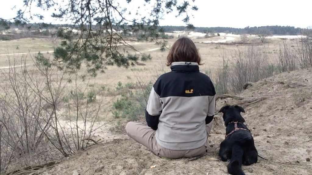 Wanneer je zelf kalm bent, zal je hond zich veilig voelen bij jou