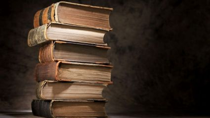 «Βιβλιοανιχνευτής»: Ένα πανέμορφο παλαιοβιβλιοπωλείο με 10.000 τόμους στο κέντρο της Αθήνας