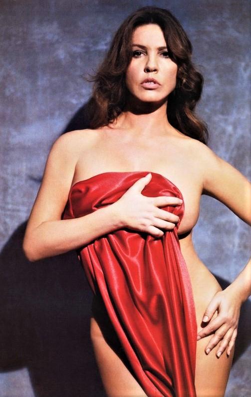 Κόκκινο θάμνο xxx. Δωρεάν γυμνή φωτογραφία λίπος γυναίκα.