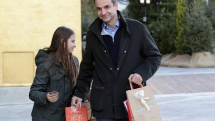 Εσείς που πάτε για ψώνια προκαλείτε. Δεν αισχύνεστε;