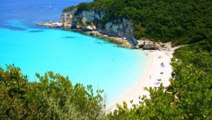 Από Γενάρη Καλοκαίρι: 11 παραλίες-παράδεισοι της Ελλάδας στις 50 καλύτερες της Ευρώπης